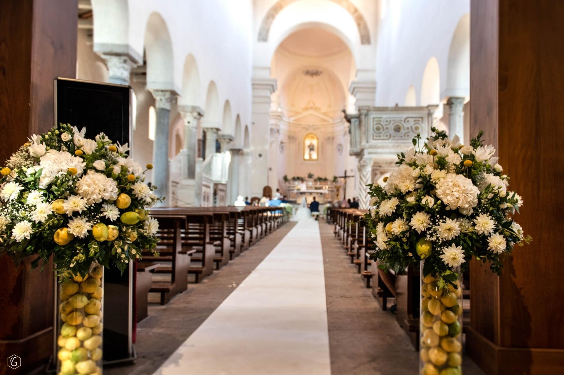 Vilma Wedding & Event Planner _ vestuvių dekoras su citrinom _ bažnyčios puošimas _ Vilma Rapšaitė _ vestuvės Italijoje